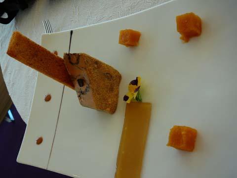 Foie gras de canard au café, gelée de Kalhua, cube de Rhubarbe