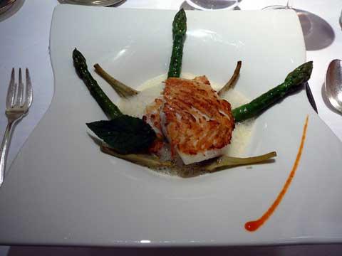 Ciboulette Annecy: Barbue de Bretagne sur la plancha, asperges, bouillon de mer parfumé à l'orange et aux épices
