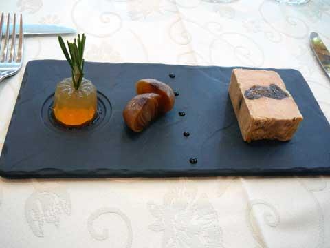 Lingot de canard du Sud-Ouest aux figues, cannelé de jus de pomme, oignon confit au vinaigre balsamique