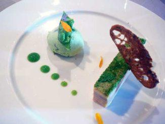 Foie gras de canard maison, bavarois petit pois et basilic