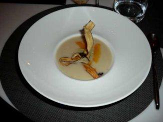 Crème de topinambours, artichaut et vieille mimolette