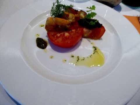 Crevettes poêlées, tapenade et tomates