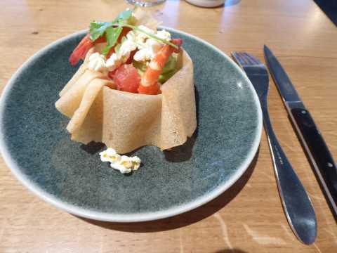 Brick guacamole aux crevettes / pamplemousse / maïs soufflé miel